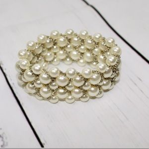 Jewelry - 🌈3/$12 Pearl bracelet with silver chain detail